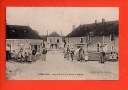 RÉVEILLON (Orne)  - Vue De La Place Et De La Mairie - Belle Animation - Café  (E) - France