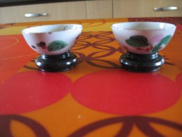 Lot De 2 Petites Miniatures         Petits Bols Yves Rocher Avec Support - Miniatures Décoratives
