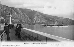 06 MENTON Le Phare Et La Frontière  Splendide YACHT En Beau Plan 1907 Carte Glacée - Menton