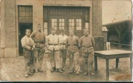 Photographie  De    Militaires .       Personnages  Et  Lieu   Sont     à  Situer            ( 1 Angle Cassé  ) - Personnages