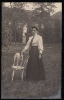 SUPERBE VIEILLE CARTE PHOTO (début 1900) - TOY FOX TERRIER AVEC SA MAITRESSE - Chiens