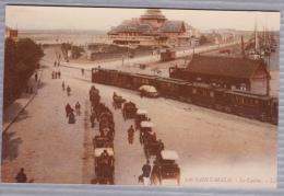 Reproduction D'une Ancienne Photographie Avec Trains, Calèches Et Casino à Saint-Malo - Reproductions