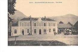 73  -  ALBERTVILLE  -  AUTOBUS  Devant  La  GARE    (  Animée  ) - Albertville