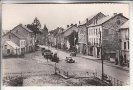BOURG LASTIC 63 - Place Du Portail ( Pompe à Essence Automobiles Camion ) CPSM Dentelée Noir Blanc PF 1958 - Puy De Dôme - Otros Municipios
