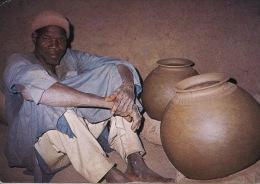 """Afrique Burkina Faso Un Ancien Et Sa Poterie """"que Voit-il De Toi ? Que Sais Tu De Lui ? (agriculteurs Hauts Normands 061 - Burkina Faso"""