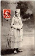 Jeune Fille De Quimper, Le Costume Des Grandes Fêtes - Quimper