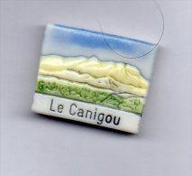 RARE Fève LE CANIGOU Chaîne Montagne Des Pyrénées-orientales 66 P-O - Région