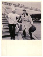 (469 DEL)  France - Johnny Halliday Boarding An Air France Aircraft In 1962 And Chef Sam Le Tronc - 1946-....: Moderne