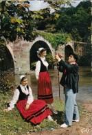 """Cp , 64 , BIARRITZ , BI-HARRI , Groupe D'Art Populaire Basque , Paysan Buvant Au """"Chahakoa"""" (peau De Bouc) - Biarritz"""