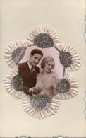 KITSCH : Couple En Photo . Rubans Plissés,  Bords Dentelés Et Dorés - Couples