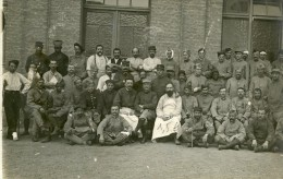 Carte Photo De Poilus Blessés Hopital De Bergues 14-18 - 1914-18