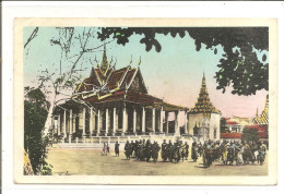 CAMBODGE   Bonzes Devant La Pagode D'argent - Cambodia
