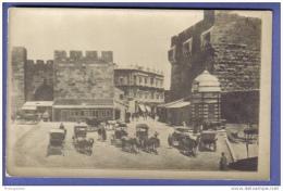 Vue Sur La Porte D´entrée D´une Ville, Anciennement Fortification - Calèches - Cheveaux - Cartes Postales