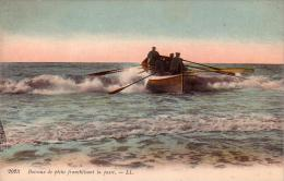 C 11191 - BATEAUX  De Péche Franchissant La Passe - Belle CPA - Rare - 19? - - Pesca