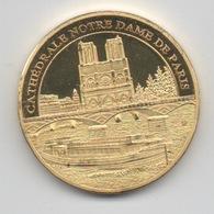 Médaille Dorée Et Tri-Colorée (revers) : Paris France : Cathédrale Notre Dame Et La Seine - Tourist