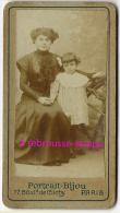 Format Mignonnette CDV 4,5 X 7,8cm-femme élagante Et Sa Petite Fille-photo Portrait BIJOU 77 Bd De Clichy à Paris - Photos