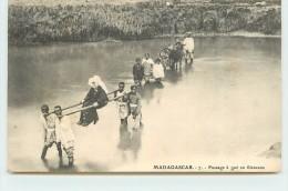 MADAGASCAR - Passage à Gué En Filanzana. - Madagascar