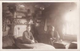 CP Photo 14-18 Camp De GUSTROW, Prisonniers Dans Leur Barraque (photo Louis Postif) (A93, Ww1, Wk 1) - Weltkrieg 1914-18