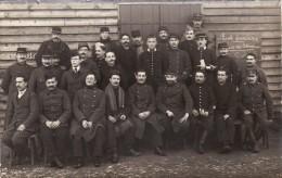 CP Photo Décembre 1915 Camp De GUSTROW - Un Groupe De Prisonniers Français (photo Louis Postif) (A93, Ww1, Wk 1) - Weltkrieg 1914-18