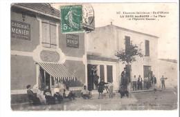 D 17  LA BREE Les BAINS  La Place Et Epicerie CAZEAU - Autres Communes