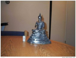 Bel Argenté De La Reine Bouddha Plaqué De Thaïlande. Statue Lourde, Plus De 5 Kilos * BUDDHA * BOEDA * BOEDHA * BHUDA - Arte Asiático