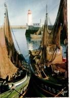 29-----GUILVINEC--bâteaux Séchant Leurs Filets Dans Le Port--voir 2 Scans - Guilvinec