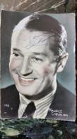 Autographe Original à L'encre De Maurice Chevalier Sur Carte Postale Vers 1950 - Artistes