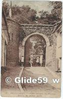 MONT-CASSEL - Porte Fortifiée Du Château - Entrée Du Jardin Public (animée) - N° 10 - Cassel