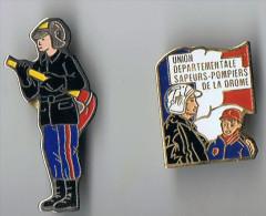 Lot 2  Pin's  Pompiers  Drôme Et Pompier Avec Lance - Bomberos