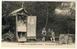2469-42 - St DENIS De CABANNE  -Fontaine De Gathelier - Otros Municipios