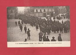 * CPA..dépt 44..NANTES : La Journée Diocésaine Le 1er Mars 1925 ,Le Cortège Arrivant Place St Pierre  : Voir Les 2 Scans - Manifestazioni