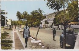tchad,fort lamy, avenue edouard ( photo v�ritable),avec 2cv,avant sa r�novation rare,afrique 1960