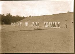 Plaque De Verre Militaire Cible De Tir Manoeuvre Camp Photo De 1901 - Guerre, Militaire
