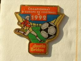 PIN´S FOOTBALL CHAMPIONNAT D´EUROPE 92 - JUSTIN BRIDOU - Football
