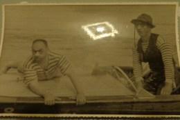 72 SILLE LE GUILLAUME GRANDE PHOTO  MOTONAUTISME COMPETITION EN 1958 CLOWNS SUR LE BATEAU EN BOIS - Boats
