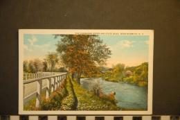 THE CHENANGO RIVER AND STATE ROAD  NEAR NORWICH - Etats-Unis