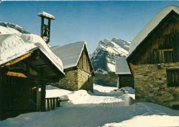 05. CPM. Haute Alpes. Les Alpes En Hiver, Les Chalets Sous La Neige - France