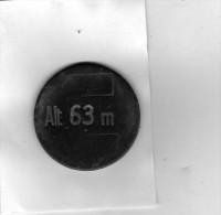 Piéce Marquée Alt. 63 M  Trouvée à Nérac (L. Et G.) - En Cuivre Ou Laiton -vert De Gris- Diamètre 37 Mm épaisseur 1.5 Mm - Autres Collections