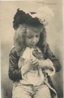 Jeu   Tres Joli Petit Garçon Deguisé Jouant Avec Oiseau  CCCC - Cartes Postales