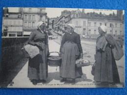 Groupe De Maraicheres Des Environs De Blois. Reproduction Par Cecodi No.916 - Blois