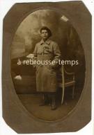 Photo Soldat Médaillé, Tarte Noire Sur L'oreille- Chasseur? Format 10,2 X 15cm - Guerre, Militaire