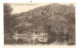 Cp, 63, Chateauneuf-les-Bains, Le Bac Sur La Sioule Et Les Rochers De Charlemagne, Voyagée 1924 - Autres Communes
