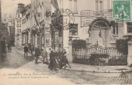 BELGIQUE - BRUXELLES - LA RUE DE L'ETUVE ET MANNEKEN PIS - Belgique