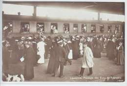 LAUSANNE-PASSAGE DES EVACUES FRANCAIS-TRAIN-GARE-ANIMEE-N/C-TTB - VD Vaud