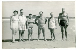 """AMIGOS FRIENDS GROUP VINTAGE FASHION """"CASA FOTO NICOLA"""" QUEQUEN ARGENTINA CIRCA 1960 NO CIRCULADA NON CIRCULEE GECKO - Mode"""