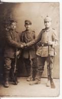 Carte Postale Photo Militaire Allemand KRIEG Im RUSSLAND-Russie-Soldat En Uniforme Casque-Ceinturon-FUSIL-Lire Texte- - Russie