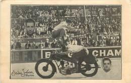 Réf : A-15-0861  :  MOTO ACCROBATIES SUR MOTO PAR LES CELMAR  MOTEUR STAUB. HUILE PUIGOLEINE PNEUS DUNLOP CIRQUE - Motorbikes