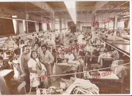Au Plus Rapide Marseille Atelier De Confection Couture - Personnes Anonymes
