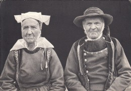 Thematiques Bretagne D'Hier Folklores Costumes Le Vieux Couple - Personajes
