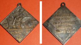 Ancienne Médaille En Métal, Saucissons Le Pelou Egletons EPM - Touristiques